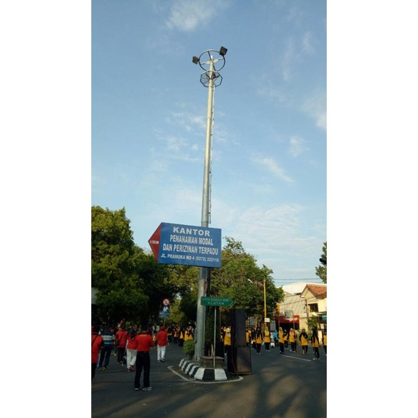Tiang Lampu High Mast dengan tangga dan rest area