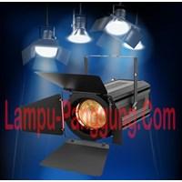 Lampu Fresnel Zoom 200Watt