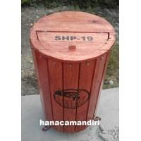 tempat sampah kayu 1