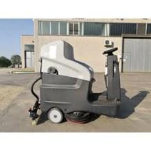 Scrubber Lantai Ride-On Floor Scrubber Drier Size 660mm